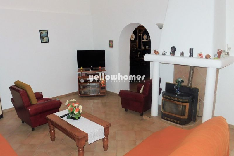 Spacious 6 bedroom villa in a quiet location near Boliqueime